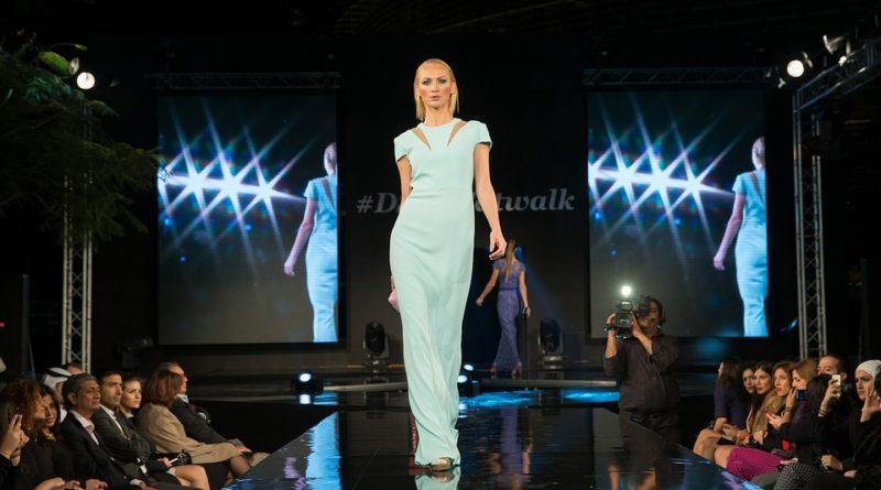 Aké trendy sa objavili na nedávnych módnych prehliadkach?