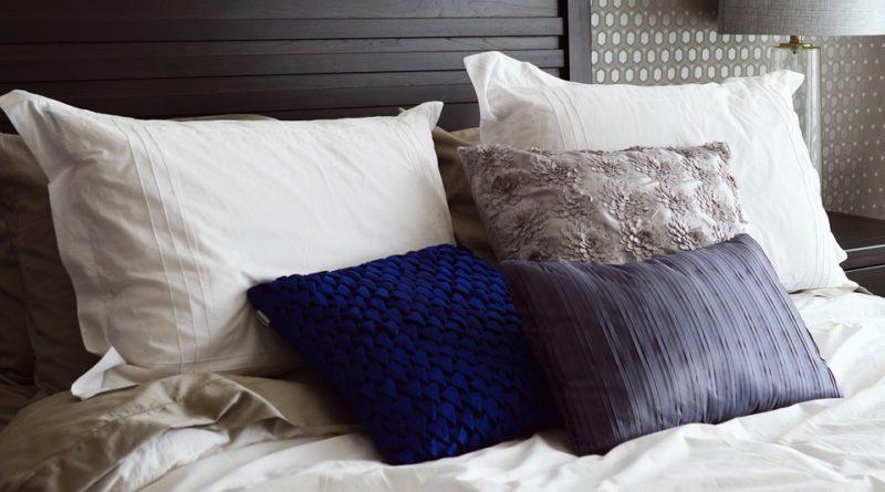 polštáře a deky
