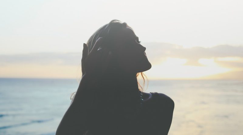 Rady, triky a tipy, vďaka ktorým ochránite vlasy pred letným slniečkom
