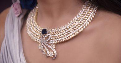 Keď neviete, čo kúpiť žene, istí to šperky. Ale aké?